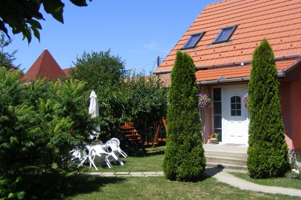 vendeghaz-2012-16746DBAD-0D1D-B94B-A005-E8795D666D70.jpg